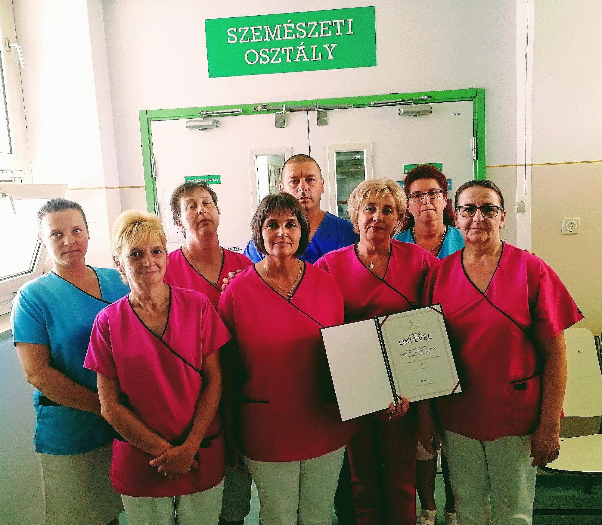 Miniszteri elismerés az Orosházi Kórház szemészeinek b0de97e7e1